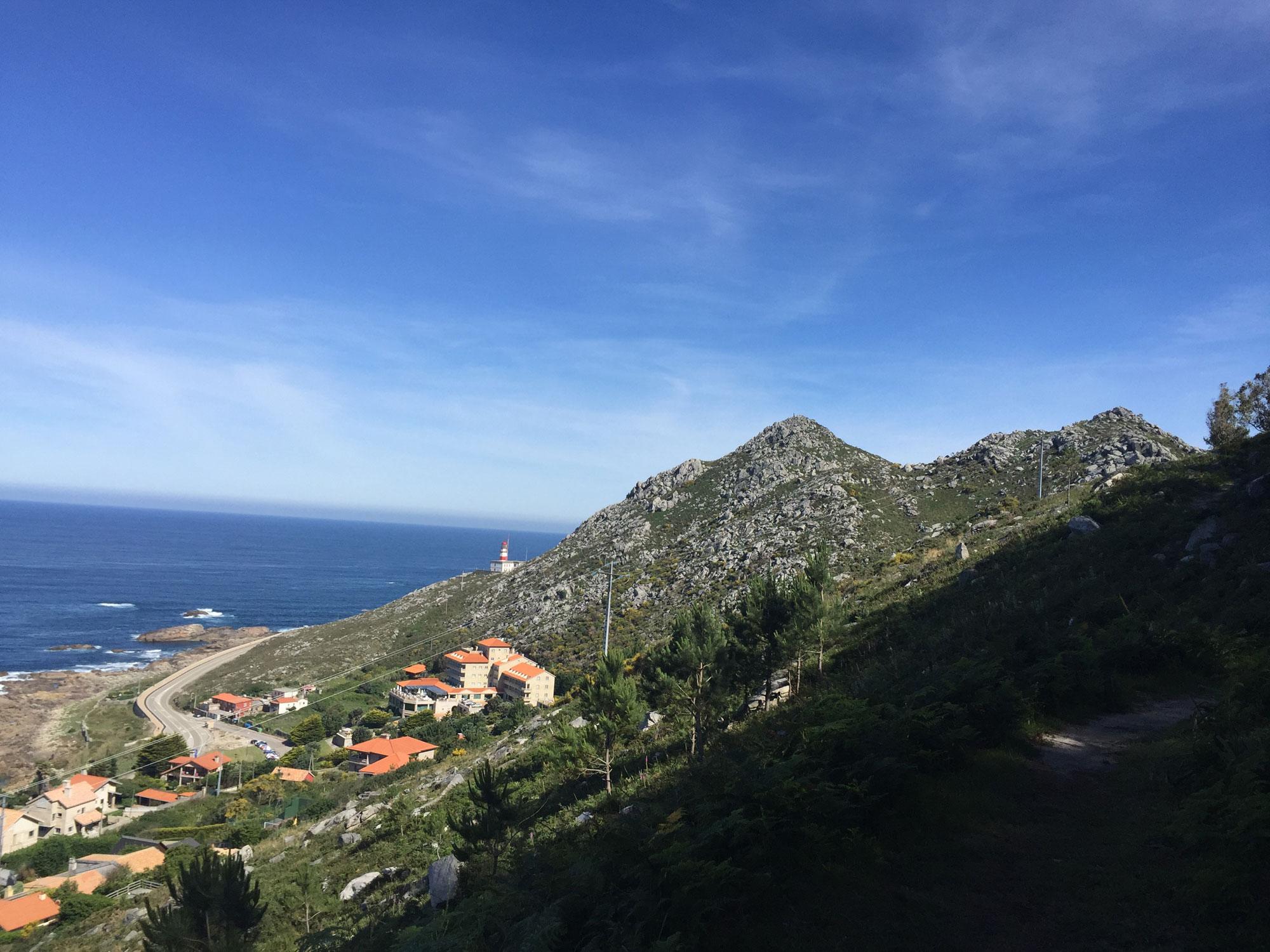 Blick aufs Meer im spanischen Teil des portugiesischen Küstenwegs