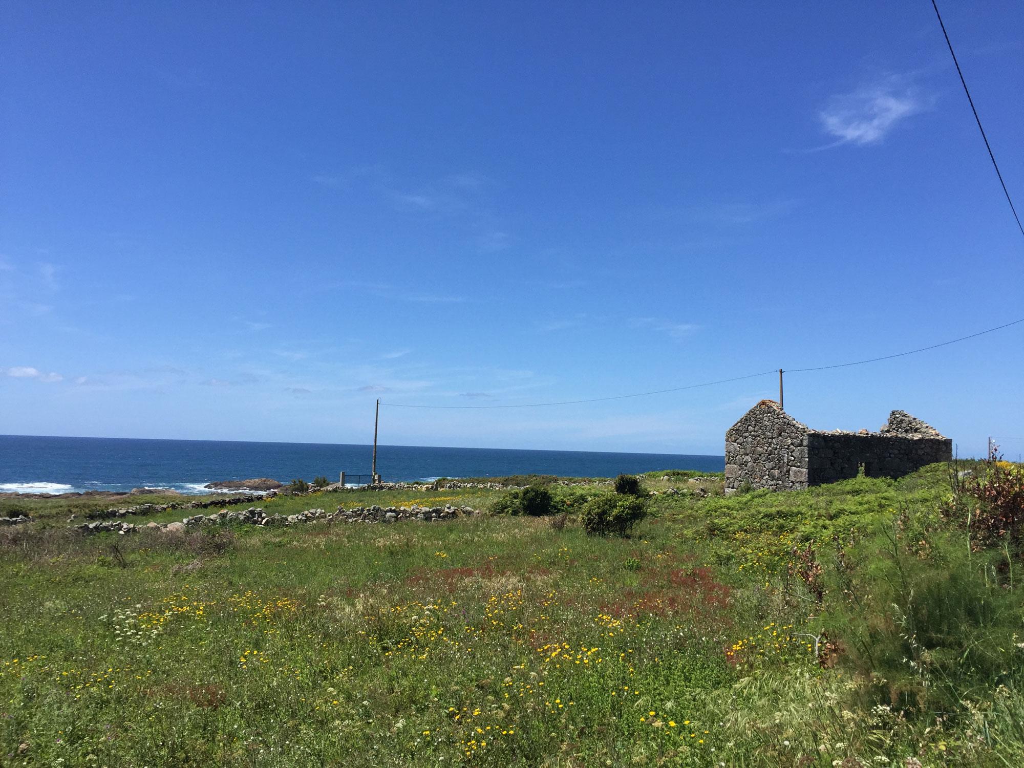 Zwischen A Guarda und Baiona wandert man oft direkt am Meer
